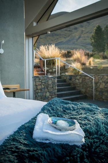 nz-mackenzie-country-farm-bedroom-view-partner-accommodation-luxury