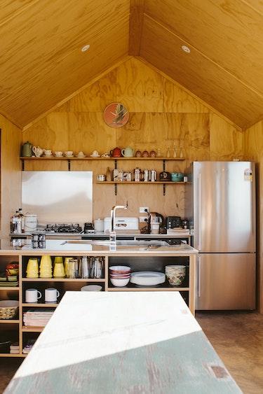 nz-nelson-hut-kitchen-view-partner-accommodation-comfortable