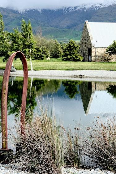 nz-central-otago-cottage-garden-view-partner-accommodation-comfortable