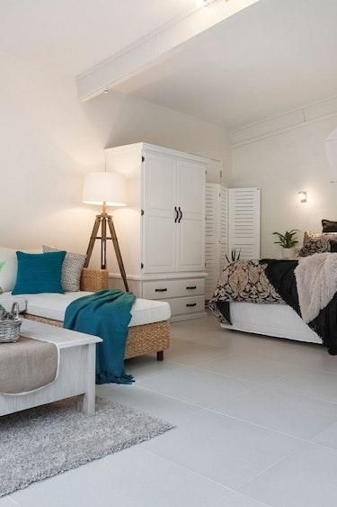 nz-auckland-eco-cottage-livingroom-partner-accommodation-luxury