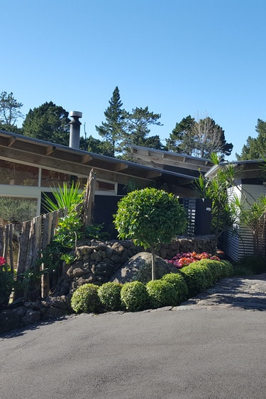 nz-auckland-eco-cottage-entrance-view-partner-accommodation-luxury