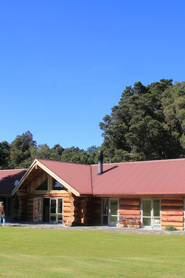 nz-geraldine-lodge-outside-view-partner-accommodation-comfortable