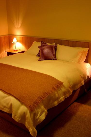 nz-canterbury-lodge-bedroom-partner-accommodation-comfortable