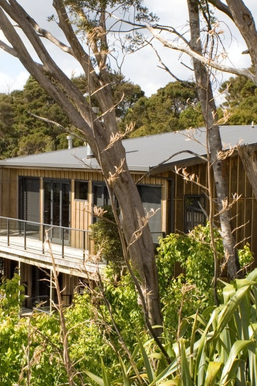 nz-bay-of-islands-retreat-outside-view-partner-accommodation-very-comfortable