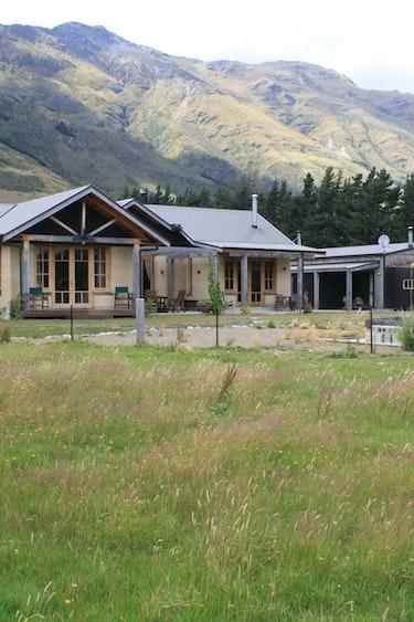 nz-makarora-bed-breakfast-garden-view-partner-accommodation-comfortable
