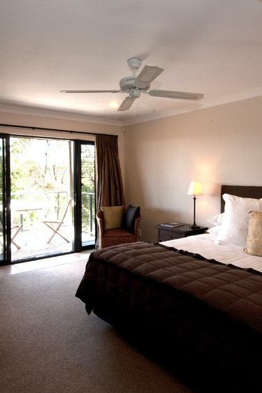 nz-bay-of-islands-retreat-bedroom-partner-accommodation-very-comfortable