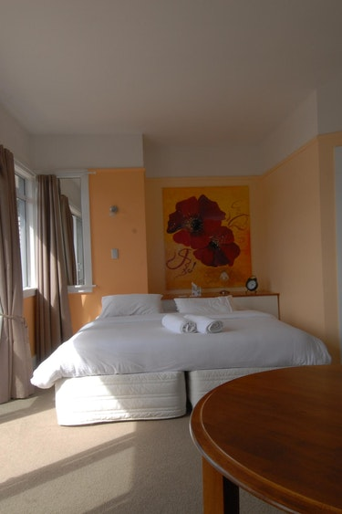 nz-kaikoura-bed-breakfast-bedroom-partner-accommodation-comfortable