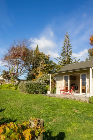 Nz tasman bay cottage outside winery view partner stays very comfortable