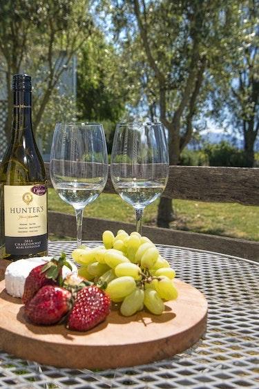 nz-blenheim-vineyard-cottage-garden-partner-accommodation-comfortable