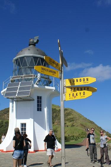 Dune Rider Cape Reinga Fulldaytourto Cape Reinga Dune Rider Cape Reinga Fulldaytourto Cape Reinga 02 People and sunshine at lighthouse