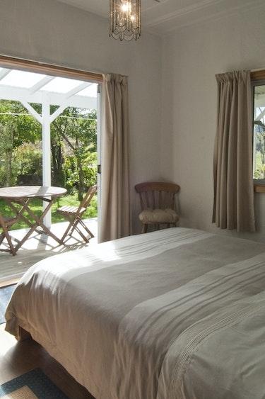 Nz coromandel bed breakfast bedroom view solo stays very comfortable