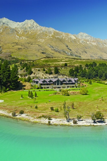 Nz glenorchy lodge nature mountain view solo stays luxury