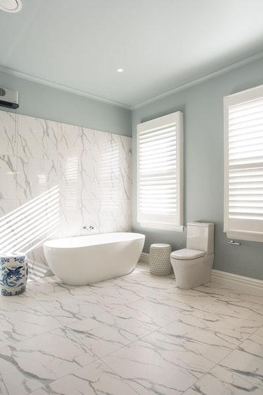 Nz marlborough lodge bathroom view solo stays luxury