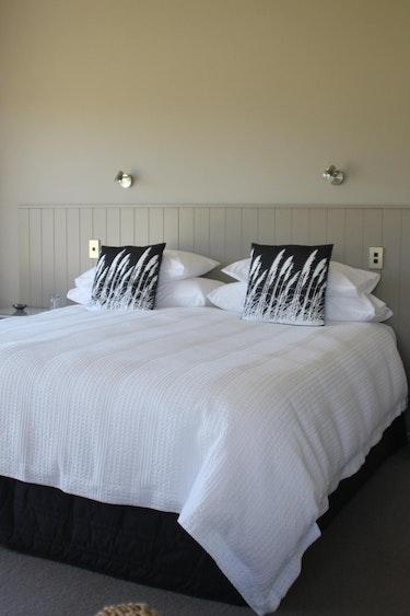 Nz te anau bed breakfast bedroom stays comfortable