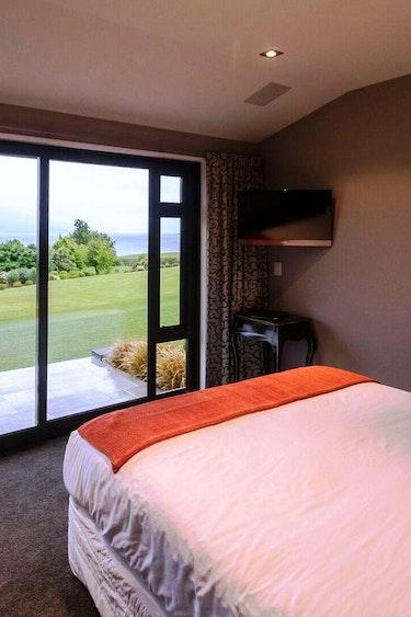Nz te anau lodge bedroom garden view stays comfortable